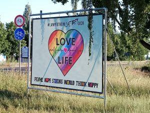 Plakatbanner der Aktion Lampertheim liebt dich