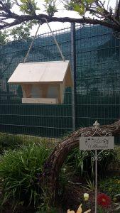 Holz-Vogelhaus in der Farbe natur